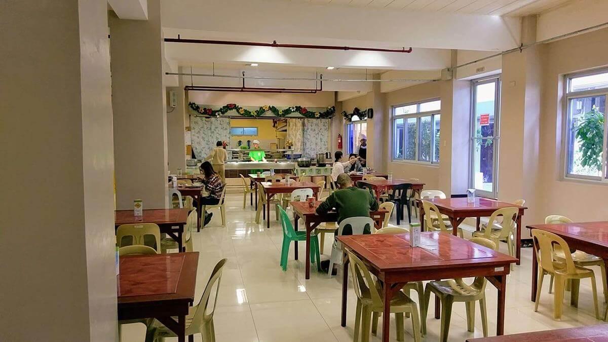 餐廳可以容納百人